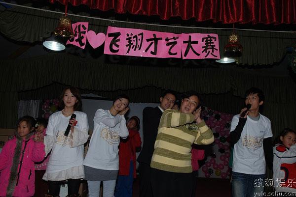 李念与陈楚生领唱《朋友》