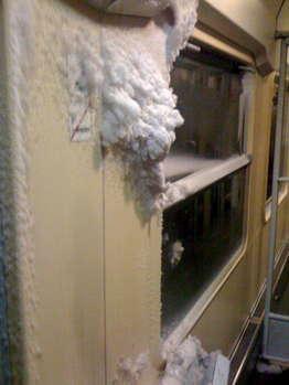 2809次列车车厢内的结冰在汉堡驶往柏林的途中始终没有融化