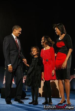 身着设计师Narciso Rodriguez设计的红黑色渐变连衣裙和黑色小外套的米歇尔-奥巴马