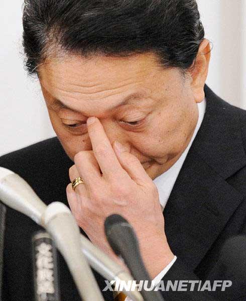 12月24日,日本首相鸠山由纪夫在东京出席新闻发布会。
