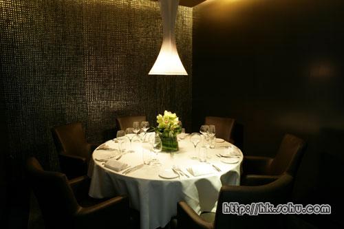 装潢典雅的餐厅内部