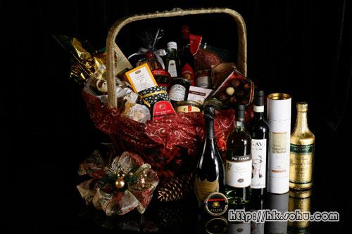 H one更为佳节特别设计了多款极致奢华的圣诞礼物篮,并精选不同顶尖食品,让宾客馈赠好友同侪,送上最真�档淖8!�