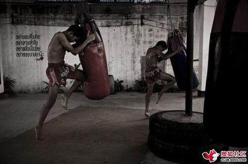 图文:泰拳手的艰辛成长路 泰拳如此练成