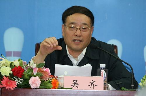新当选的中国保龄球协会主席吴齐