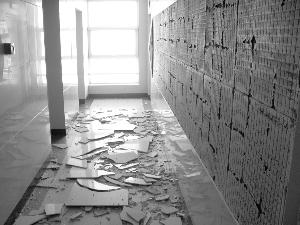 北京某小区楼梯间墙砖大面积脱落业主惊魂(图)图片