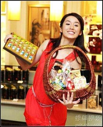 吕一红裙盛装庆新年 预祝来年更加红火(图)-搜狐娱乐