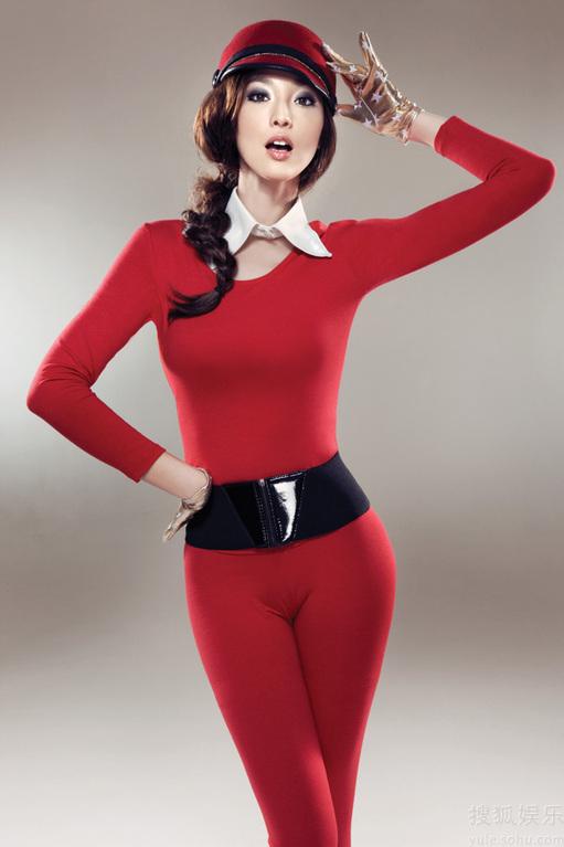 吴佩慈玩转个性暖冬 拍时尚大片仅着贴身内衣(组图)