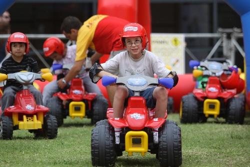 喀尔拉力赛 儿童玩赛车