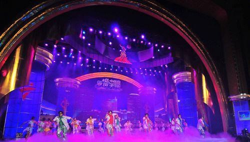 图文:亚运天使选拔赛冠军决出 现场劲歌热舞
