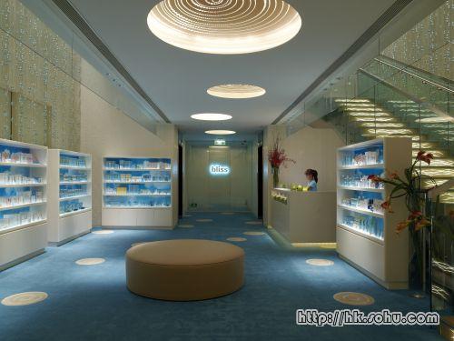 在BlissSpa的Lobby内,设有售卖一系列Bliss产品的Counter,让顾客可即时购买家用护理系列。