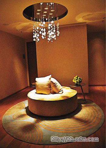内设休息室更会提供小食如朱古力Brownie及热饮,务求让客人尽情Relax。