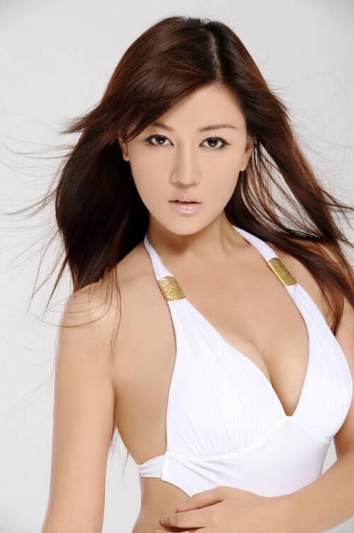 马楚成车上热吻的美女刘子璇性感照片