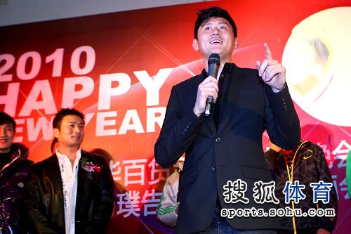 图文:杨璞退役仪式 路姜帅气