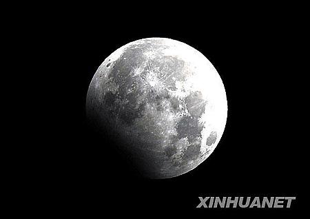 这是在太原拍摄的月偏食(1月1日摄)。