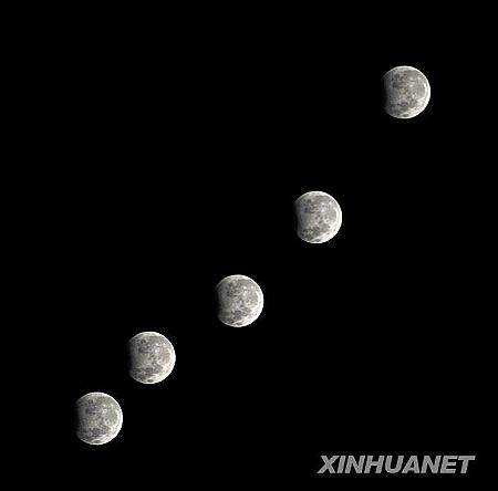 这是在兰州通过多次曝光拍摄的月偏食(1月1日摄)。