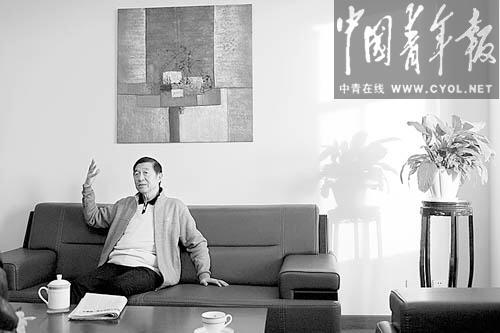 吴建民接受本报记者专访。本报记者 赵青摄
