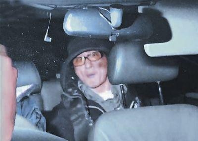 吴镇宇伤人被捕妻子卧床 获准保释离开警署(图)