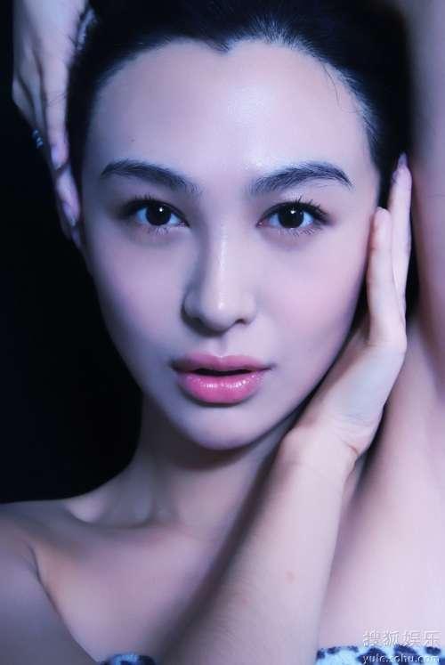 帅女郎李菲儿素颜绝美写真 脸部特写大秀柔嫩