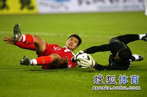 图文:[亚预赛]国足0-0叙利亚 佳一险些破门