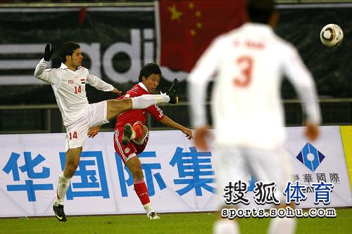 图文:[亚预赛]国足0-0叙利亚 张琳芃遭封堵