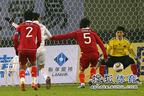 图文:[亚预赛]国足0-0叙利亚 杨智做好准备