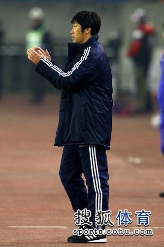 图文:[亚预赛]国足0-0叙利亚 高洪波鼓励队员