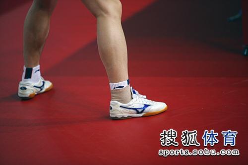 马琳脚伤的特写(搜狐-郭健/摄)