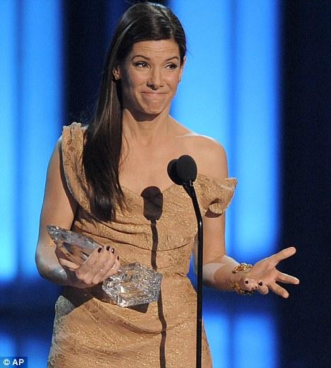 电影女主角奖,她登台领奖时开玩笑说曾和老虎伍兹睡