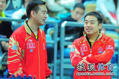 图文:郭焱4-0晋级四强 孔令辉刘国梁轻松聊天