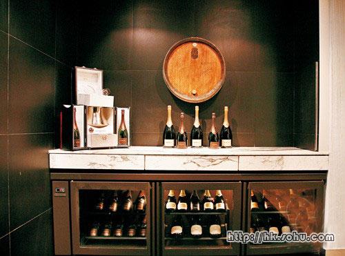 """Krug Room""一角设有独立冷冻柜,存藏多款珍贵香槟。"