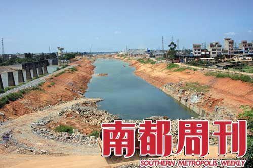 吴宗明昔日亭亭如盖的果树和挺拔的四层小楼,已变成了新挖出来的运河。