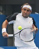 图文:ATP悉尼赛次轮赛况 巴格达蒂斯回球