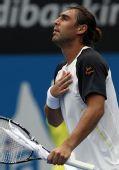 图文:ATP悉尼赛次轮赛况 巴格达蒂斯激动不已