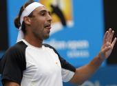 图文:ATP悉尼赛次轮赛况 巴格达蒂斯示意