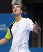 图文:ATP悉尼赛次轮赛况 特洛伊基在看什么