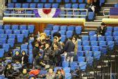 图文:韩国赛正赛首轮战况 娃娃很受球迷欢迎