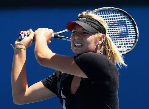 图文:WTA群星积极备战澳网 莎娃咬紧牙关