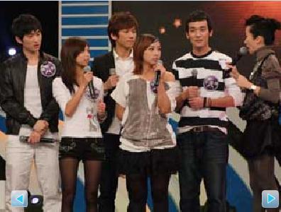 蒋一帆(左1)不止歌声好,还是跆拳道黑带高手