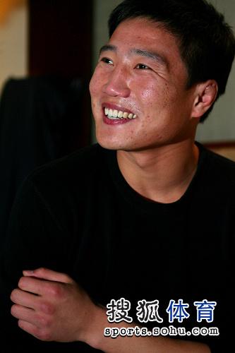 图文:搜狐体育专访张开印 张开印笑脸