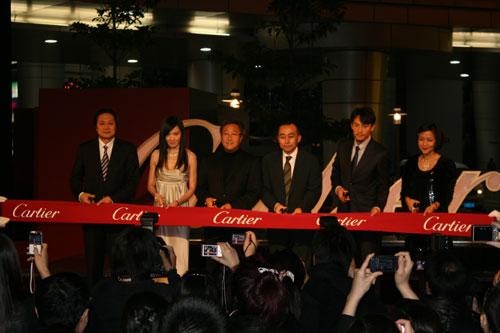 揭幕仪式上,陆慧全先生与众多明星、嘉宾共同为新店剪彩
