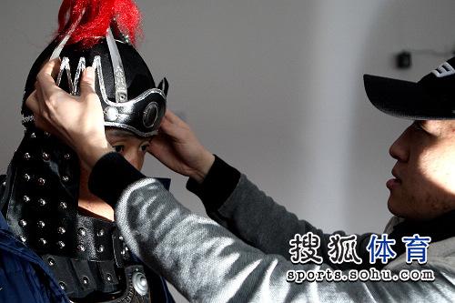 图文:CKA散打联赛总决赛彩排 张开印戴上帽子