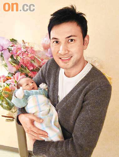 林文龙初为人父 与郭可盈及女儿三位一体(图)图片