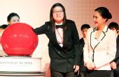 图文:第二届BC卡杯抽签仪式 女将金惠敏抽签