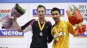 图文:李宗伟2-0横扫盖德夺冠 两人站上领奖台