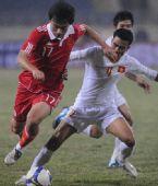 图文:[亚预赛]国足2-1胜越南 郜林比赛中突破