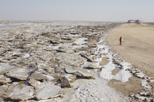 渤海海域实施封航滨州沿海现冰浪奇观