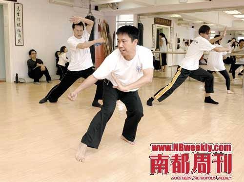 冼国林在香港武馆教授咏春,拍摄叶问系列电影时,他经常会在片场直接解答拳术疑难。