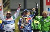 图文:达喀尔拉力赛颁奖仪式 三车手欢庆