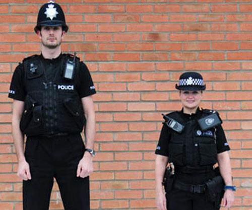 干女刑警_英最矮男女警察身高分别1.52米和1.47米(组图)