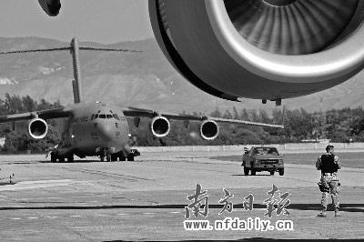 国际救援物资飞机均在海地太子港机场降落,目前该机场已被美军控制。南方日报特派记者卢慧明发自海地太子港